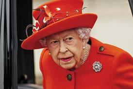 """La reina Isabel II está """"irritada"""" por la falta de acción climática de líderes mundiales"""