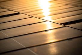 Precios de la energía solar en Arabia Saudí se disparan por escasez de silicio