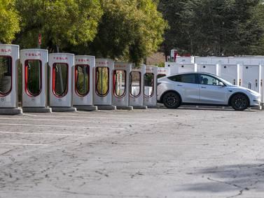 Tesla liga noveno trimestre de ganancias, pero le queda a deber a Wall Street