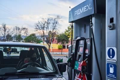 Facturas de gasolina y otras deducciones tendrán más control del SAT en 2022