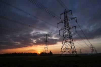 Eléctricas de Reino Unido dejan de tomar clientes a medida que crisis se agrava