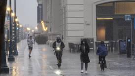 Tempestade do Pacífico provoca alagamentos e traz ondas violentas na Califórnia