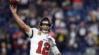 Tom Brady lanza un bitcoin al fan que le devolvió el balón del touchdown 600