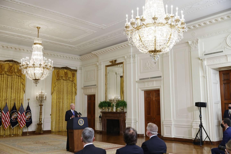 Joe Biden en la Sala Este de la Casa Blanca