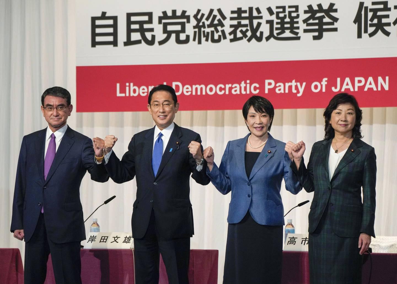 Desde la izquierda, Taro Kono, Fumio Kishida, Sanae Takaichi, y Seiko Noda.