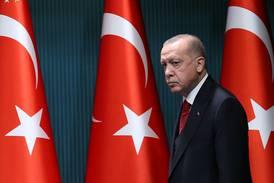 Turquia: Erdogan derruba lira após dizer que embaixadores 'não são bem-vindos'