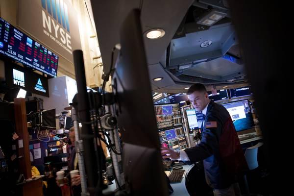 Los mercados oscilan entre el optimismo con los balances y el temor a la inflación