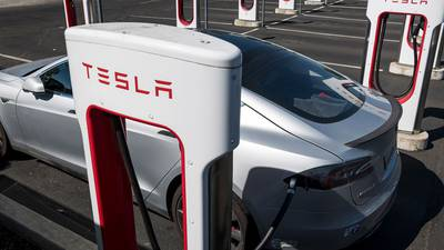 Tesla es la empresa con menos ingresos que alcanza US$ 1 billón de valor de mercado