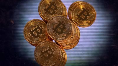 Bitcoin alcanza máximo histórico tras debut de ETF de futuros